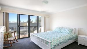 A bed or beds in a room at Luxe By The Beach- Surf Beach Kiama