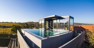 Der Swimmingpool an oder in der Nähe von Hotel Althof Retz