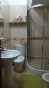 A bathroom at Appartement avec piscine hivernage