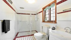 A bathroom at Range Haven - country entertainer with tennis court