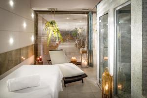 Letto o letti in una camera di Grand Hotel Salsomaggiore