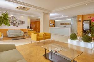 The lobby or reception area at Hotel Maya Alicante