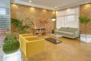 A seating area at Hotel Maya Alicante