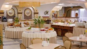 A restaurant or other place to eat at Izmailovo Gamma Hotel