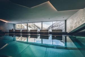 Der Swimmingpool an oder in der Nähe von Elizabeth Arthotel