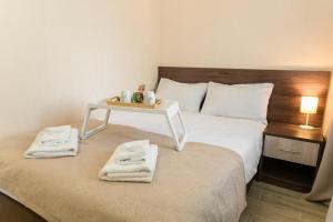 A bed or beds in a room at Boutique Hotel on Mukomolniy