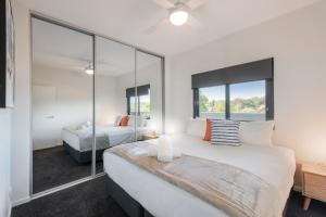 A bed or beds in a room at Astra Apartments Newcastle (Broadmeadow)