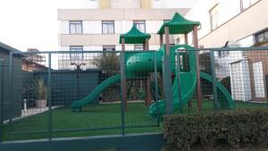 Parquinho infantil em Hotel Le Canard Lages
