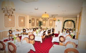 A restaurant or other place to eat at Kingston Theatre Hotel