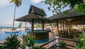 Бассейн в Rayong Resort Hotel или поблизости