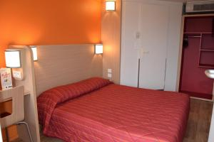 A bed or beds in a room at Premiere Classe Creil - Villers Saint Paul