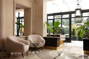 The lobby or reception area at Les Jardins du Faubourg Hotel & Spa by Shiseido