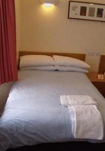 A bed or beds in a room at The Old Rectory Guest House