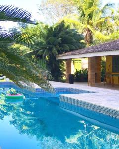 A piscina localizada em Hostel Brazil Backpackers ou nos arredores