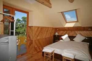 A bed or beds in a room at Viesu nams Smaidas