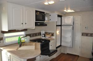 A kitchen or kitchenette at York Bay Place Cottages