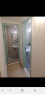 A bathroom at Bauhaus Motel