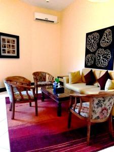 A seating area at Les Acacias Hotel Djibouti