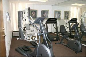 The fitness center and/or fitness facilities at Hampton Inn Lebanon