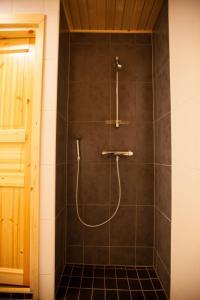 Kylpyhuone majoituspaikassa Saimaa Resort Marina Villas