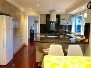 A kitchen or kitchenette at Mountain View House Yarra Valley (6 Beds)