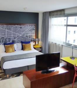 Capri by Fraser Barcelona tesisinde bir odada yatak veya yataklar