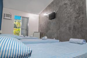 A bed or beds in a room at Hotel Costa Azul