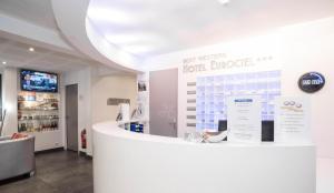 The lobby or reception area at Privilège Hôtel & Apparts Eurociel Centre Comédie