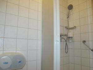 A bathroom at Zorn Hotel Duinlust