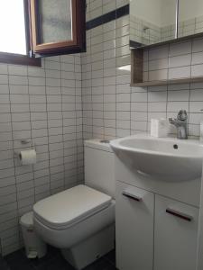 Ένα μπάνιο στο Haris House