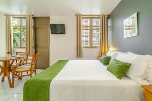 A bed or beds in a room at Apa Hotel Copacabana