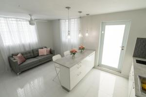 A seating area at Aereomar Boutique Apartment