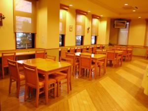 A restaurant or other place to eat at Hotel Route-Inn Jouetsu