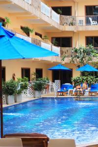 The swimming pool at or close to Baan Boa Resort
