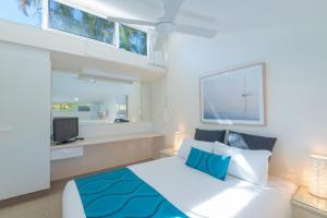 A bed or beds in a room at Caribbean Noosa