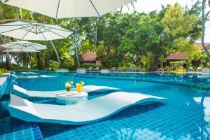 المسبح في كورومبا المالديف أو بالجوار