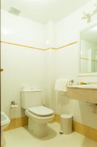 A bathroom at Hotel Jacobeo
