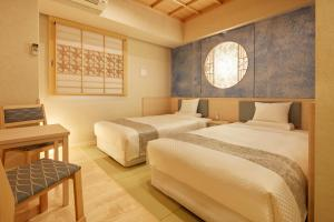 A bed or beds in a room at HOTEL MYSTAYS Asakusabashi