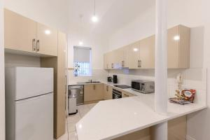 A kitchen or kitchenette at Unique 3 Bedroom Central CBD Townhouse