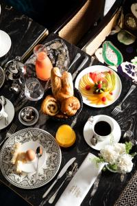 Breakfast options available to guests at Le Damantin Hôtel & Spa
