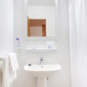 A bathroom at Apartamentos Vista Club