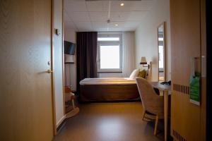 A seating area at Hotell Årstaviken