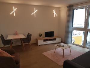 TV a/nebo společenská místnost v ubytování Vienna Home48