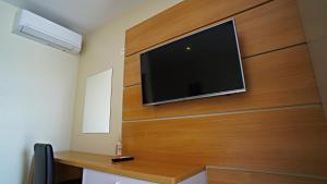 TV/Unterhaltungsangebot in der Unterkunft Nava Motel & Storage