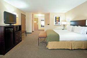 A bed or beds in a room at Holiday Inn Express Hotel & Suites Nogales, an IHG hotel