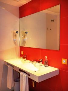 A bathroom at Hotel del Juguete