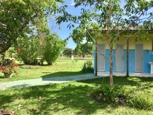 A garden outside Chalé Quintal Amazon