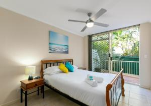 A bed or beds in a room at The Hill Apartments Currumbin Beach