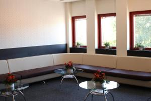 A seating area at Nacka Stadshotell