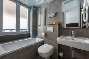 A bathroom at Hôtel 15 Montparnasse